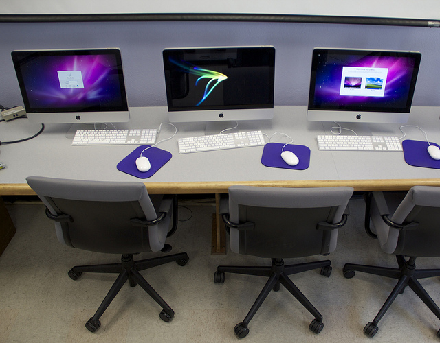 Image of computers along the edges of a DWRL classroom in Parlin 104